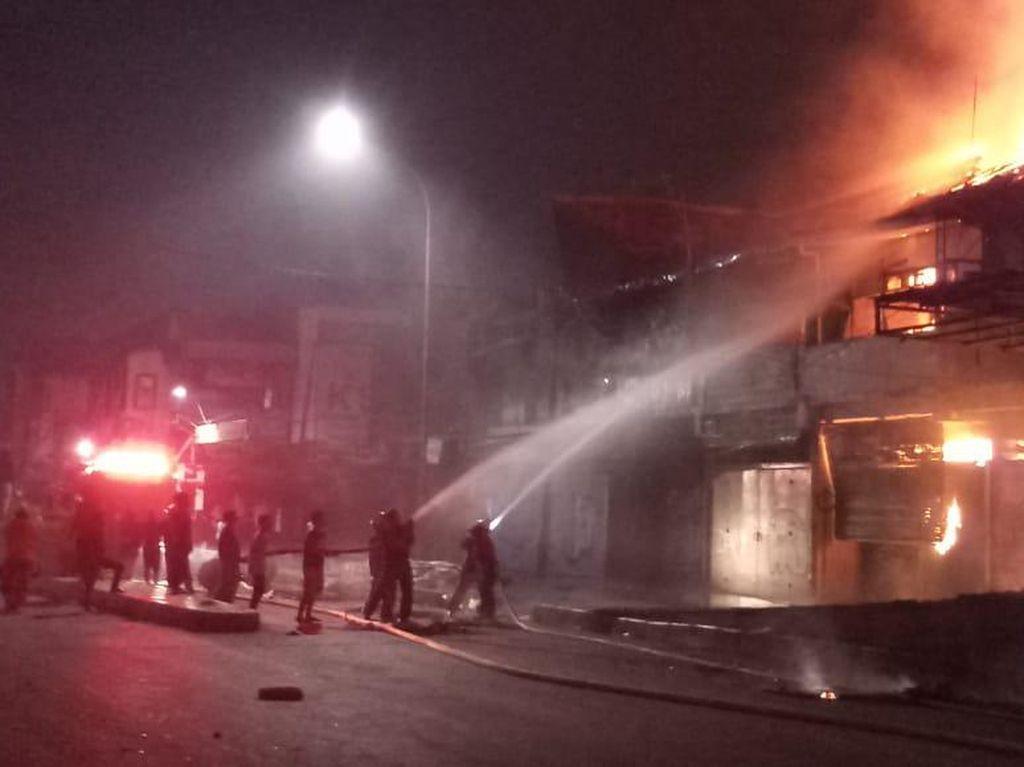 Anies Lihat Situasi Bioskop Grand Theater yang Terbakar