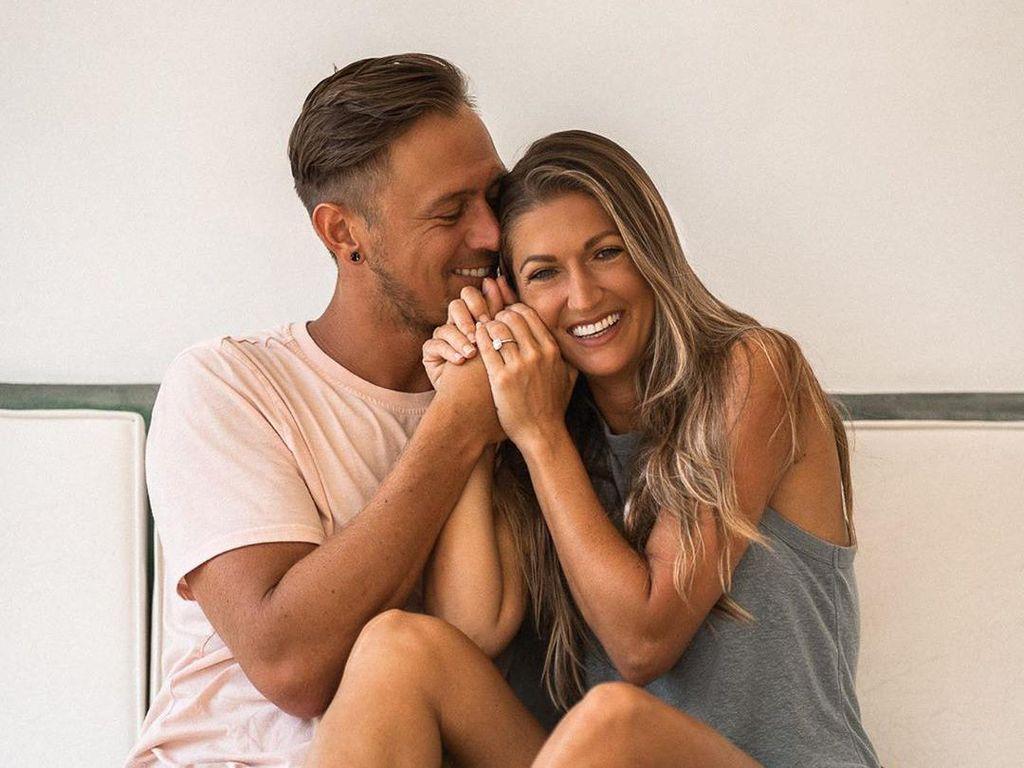 Lamaran Pasangan Influencer yang Bikin Baper, Kasih Cincin di Bawah Laut