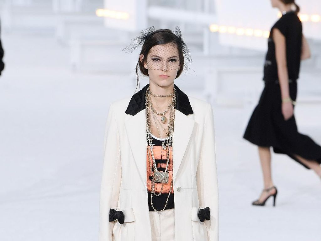 10 Koleksi Terbaru Chanel di Paris Fashion Week 2020
