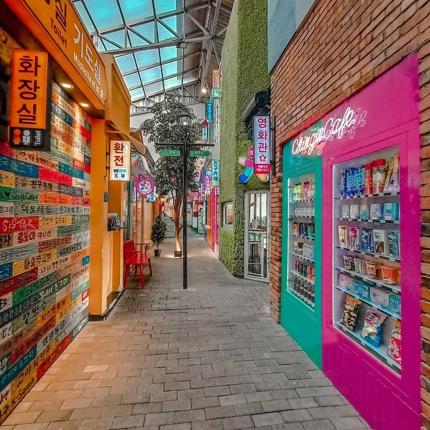 Suasana kota Seoul bisa kamu dapatkan di Little Seoul