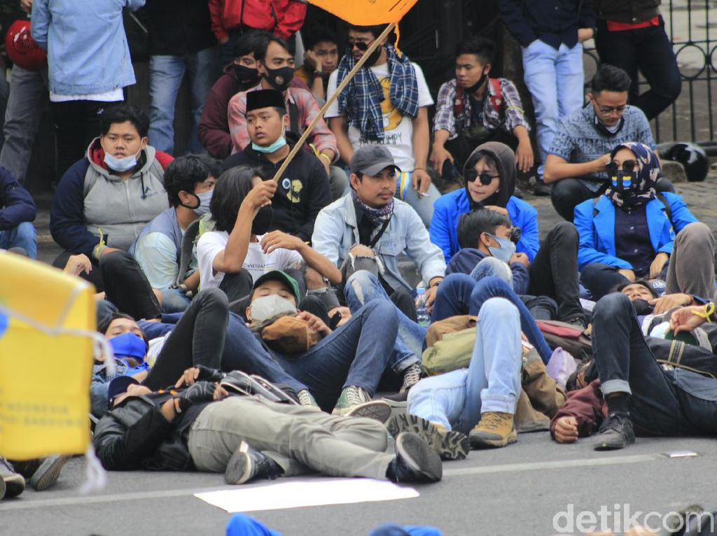 Mahasiswa-Buruh Mulai Kepung Gedung DPRD Jabar dan Gedung Sate