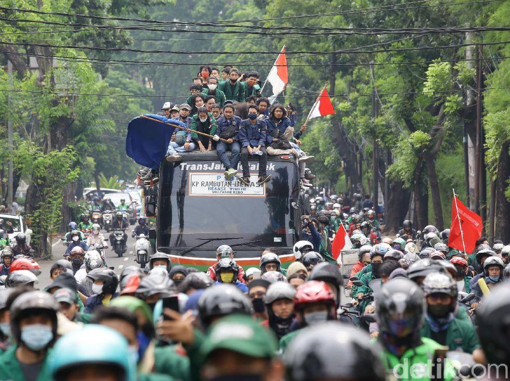 Anies: Demo Omnibus Law Potensi Picu Lonjakan Kasus COVID Seminggu ke Depan