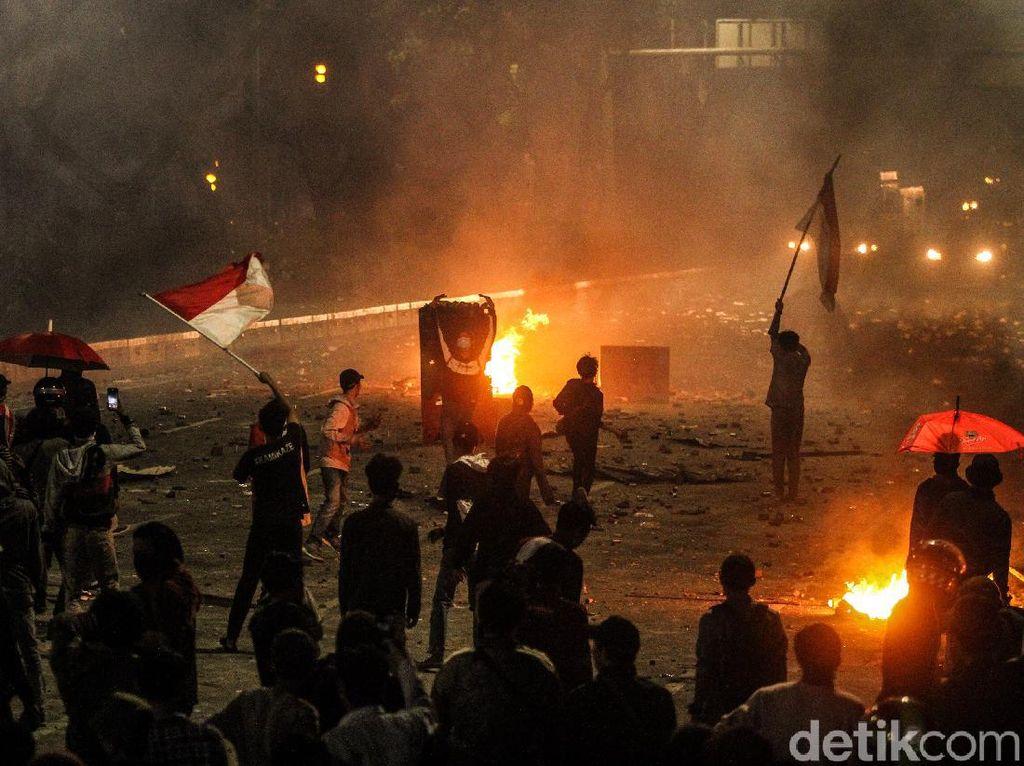 Demo Omnibus Law Rusuh, MUI Minta Jokowi Tak Biarkan Aparat Brutal