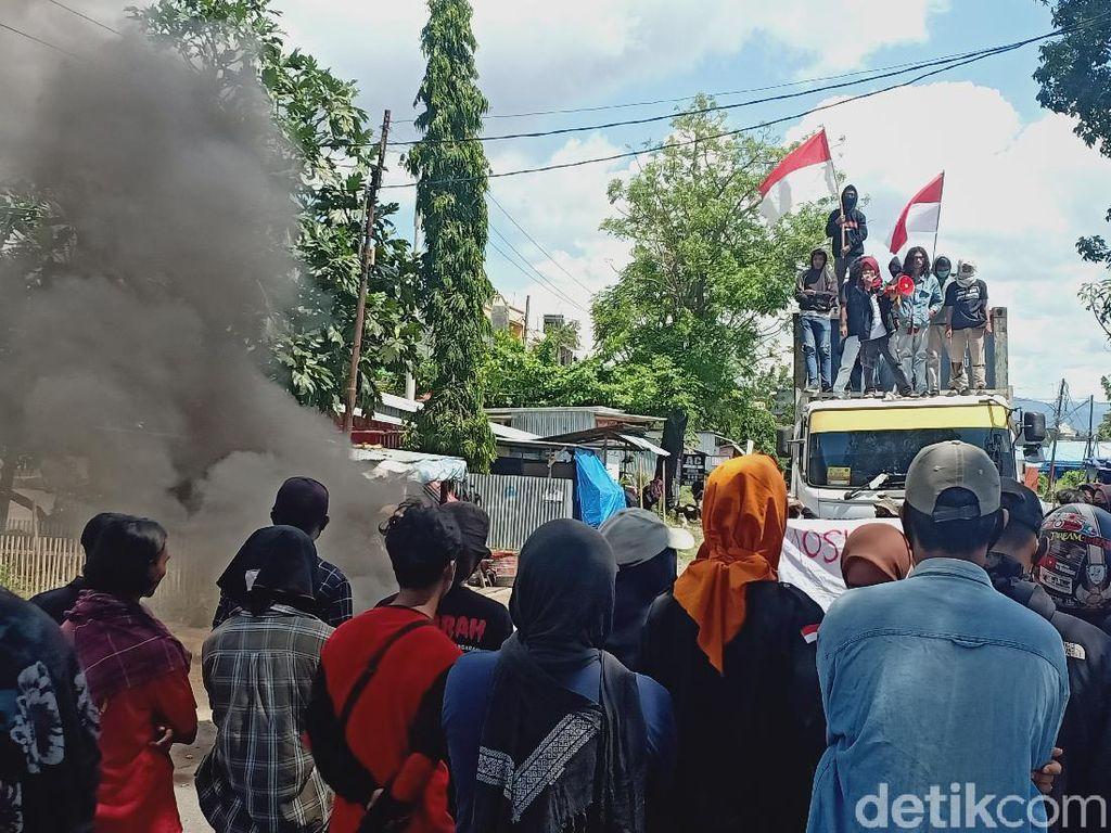 Massa Tolak Omnibus Law di Parepare Tutup Jalur Trans Sulawesi, Lalin Macet