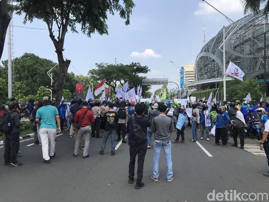 Serikat Buruh Mulai Bergerak ke Gedung DPR