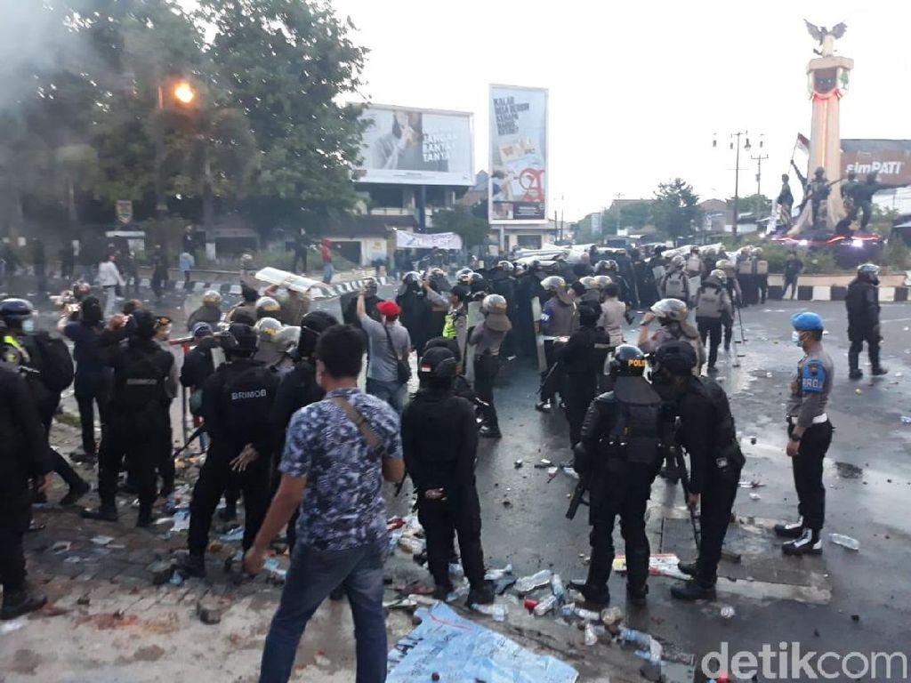 Apa yang Dimaksud Gas Air Mata yang Dipakai Polisi Saat Demo Omnibus Law?