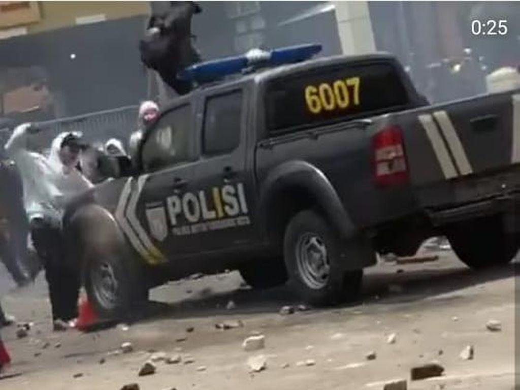 Mobil Polisi Dirusak di Tangerang, Polisi: Pelakunya Penyusup Anarko!