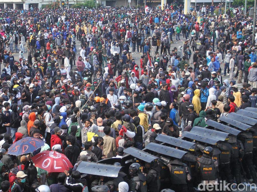 Polri Tegaskan Tak Bawa Senpi Saat Jaga Demo Tolak Omnibus Law