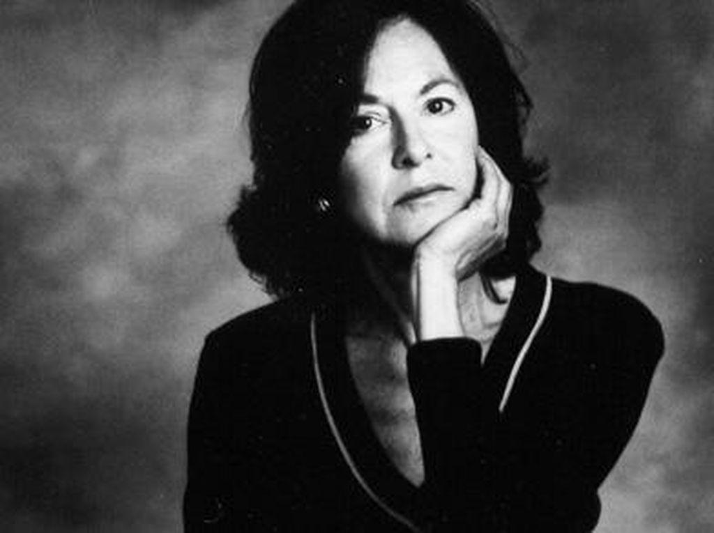 Penyair Amerika Louise Gluck Raih Nobel Sastra 2020