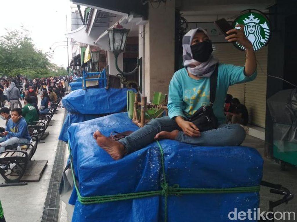 Demo Omnibus Law Ricuh, PKL Malioboro Ketakutan dan Tutup Lapak