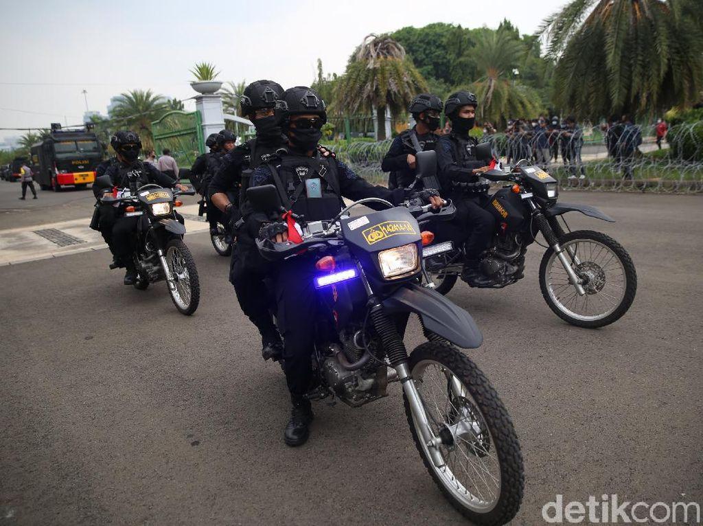 Anggota Komisi III DPR Apresiasi TNI-Polri yang Amankan Demo Omnibus Law