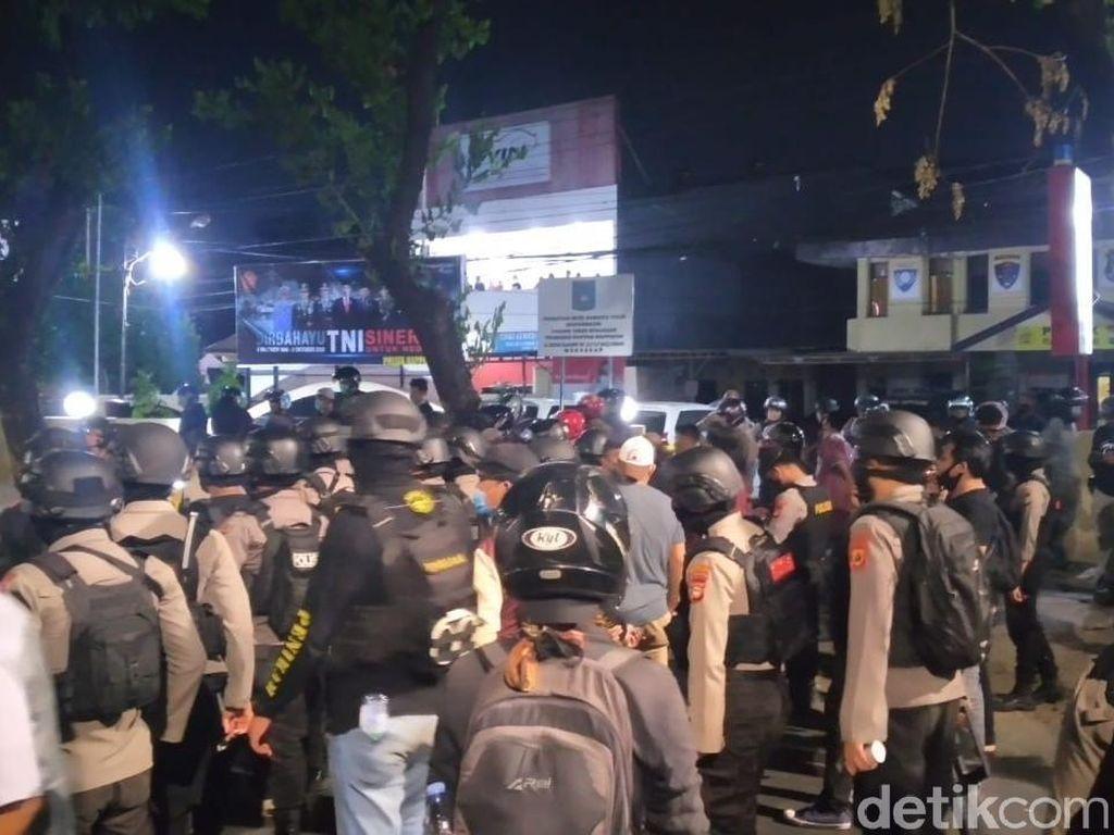 Tuntut Rekan Dibebaskan, Mahasiswa Serang Polsek Rappocini Makassar