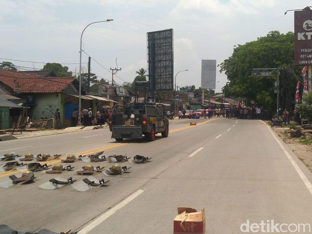Polisi Blokade Akses Serang-Jakarta Halau Pedemo Bertolak ke Jakarta