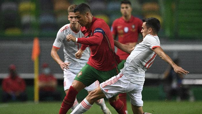 LISBON, PORTUGAL - OCTOBER 07:  Cristiano Ronaldo, Captain of Portugal is tackled by Sergio Reguilon of Spain during the international friendly match between Portugal and Spain at Estadio Jose Alvalade on October 07, 2020 in Lisbon, Portugal. (Photo by Octavio Passos/Getty Images)