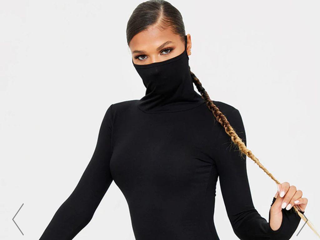 Dress Aneh Berpotongan Turtleneck dan Bisa Jadi Masker