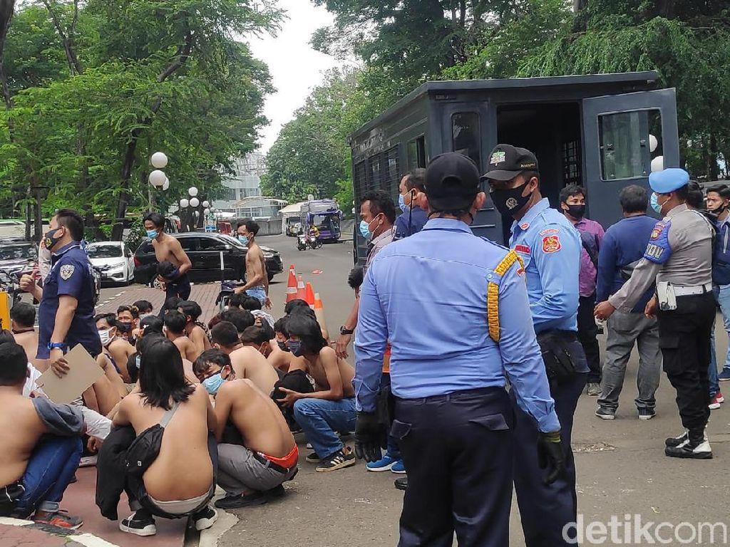 Polisi Amankan Puluhan Remaja di Sekitar Gedung DPR