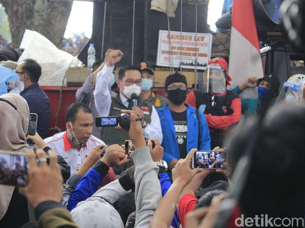 Ridwan Kamil-Oded Surati Jokowi Sampaikan Suara Buruh Tolak Omnibus Law