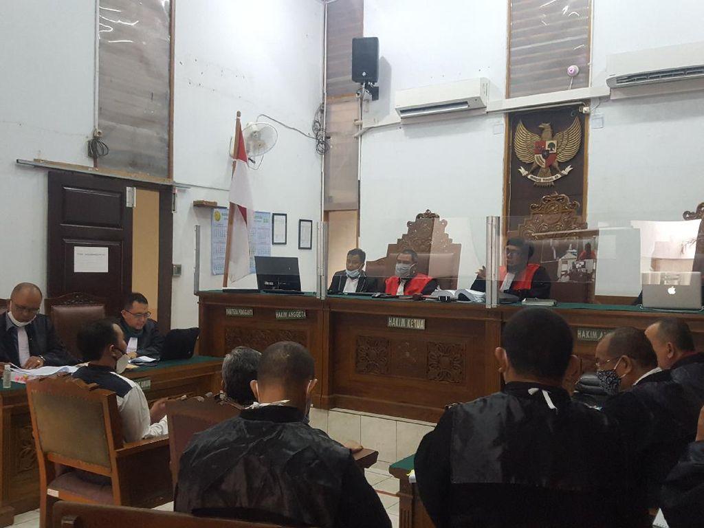 Hakim Perintahkan Muannas Alaidid Dihadirkan di Sidang Ruslan Buton