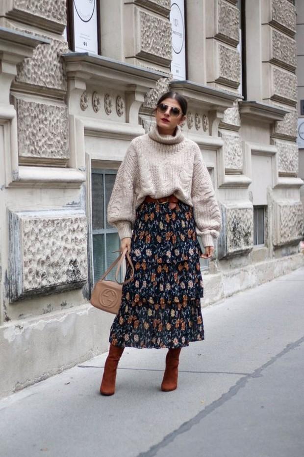 outfit yang paling cocok untuk kamu kenakan adalah turtleneck.