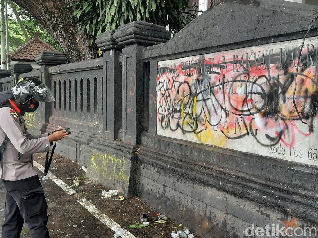 Jejak Vandalisme Dalam Aksi Demo Tolak Omnibus Law di Kota Malang