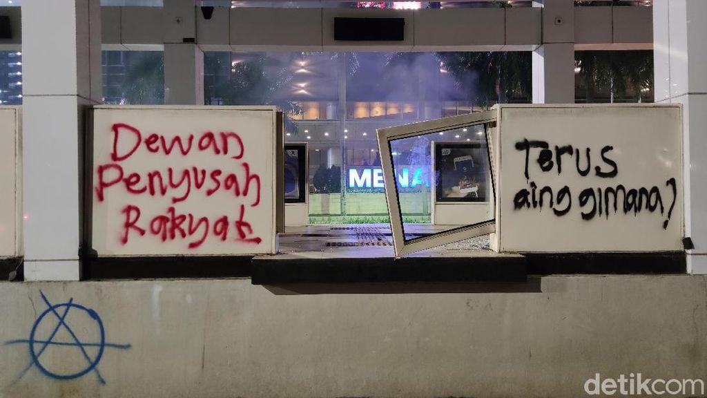 Potret Sisa-sisa Vandalisme di Kawasan Bundaran HI Pascademo