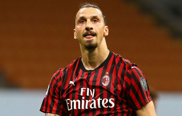 MILAN, ITALY - JULY 18:  Zlatan Ibrahimovic of AC Milan looks on during the Serie A match between AC Milan and Bologna FC at Stadio Giuseppe Meazza on July 18, 2020 in Milan, Italy.  (Photo by Marco Luzzani/Getty Images)