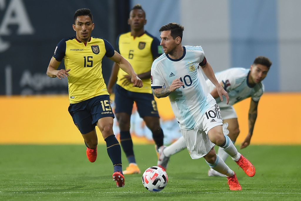 BUENOS AIRES, ARGENTINA - OCTOBER 08: Lionel Messi of Argentina controls the ball during a match between Argentina and Ecuador as part of South American Qualifiers for Qatar 2022 at Estadio Alberto J. Armando on October 08, 2020 in Buenos Aires, Argentina. (Photo by Marcelo Endelli/Getty Images)