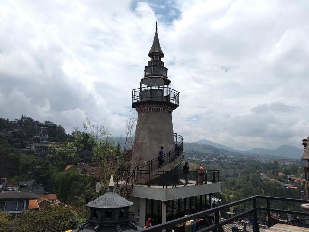 Kafe Bertema Kastil Abad Pertengahan Ada di Bandung
