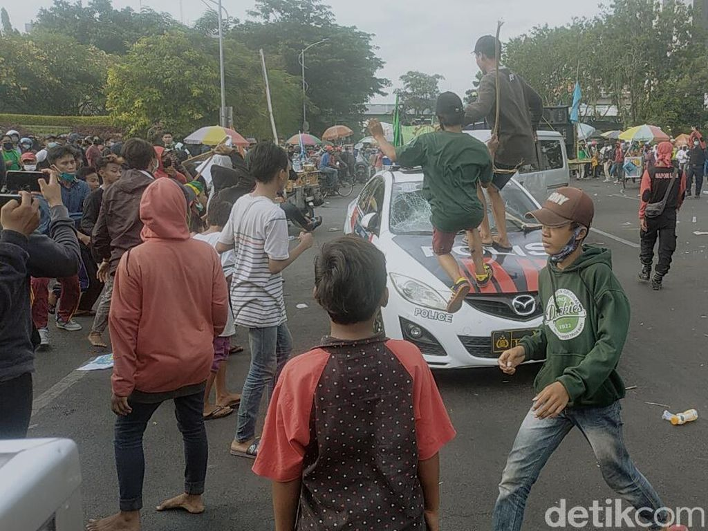 Elemen Buruh Jatim Sayangkan Ada Penyusup Demo Anarki di Surabaya