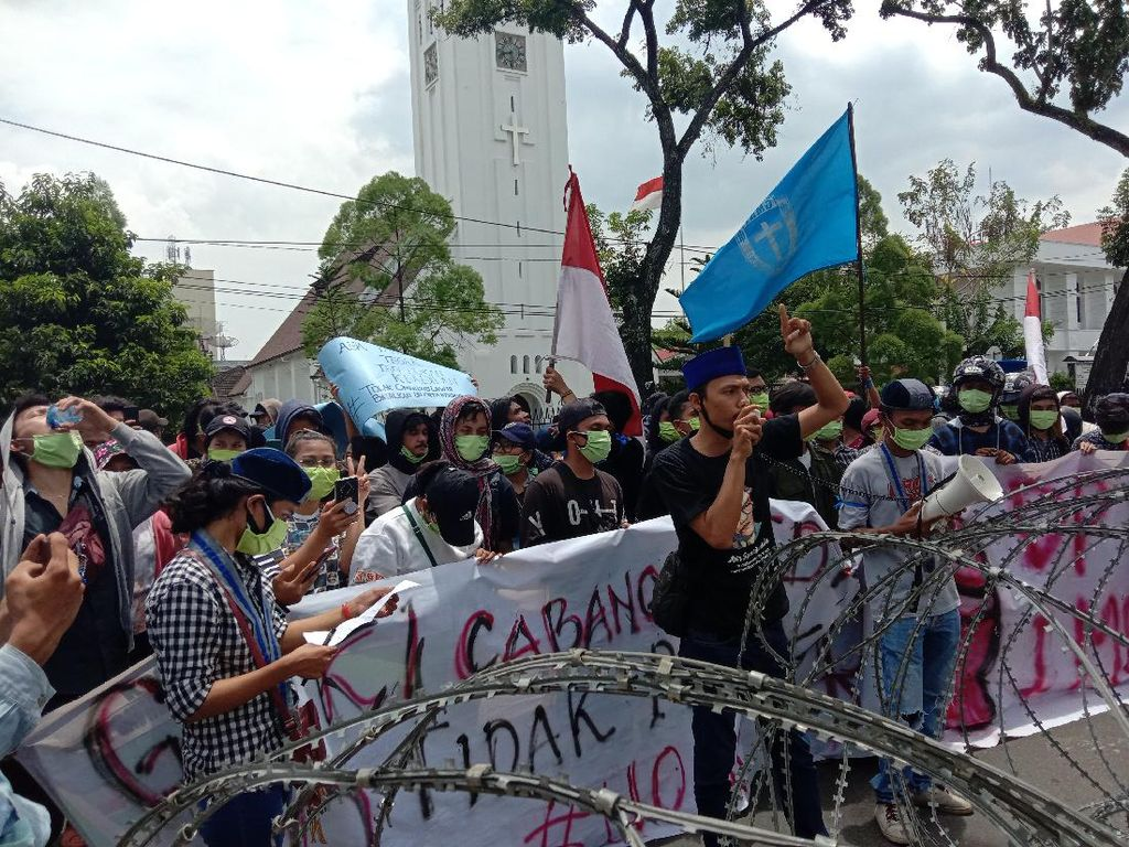 Ada Demo Tolak Omnibus Law, Jalan di Depan Kantor Gubsu Ditutup