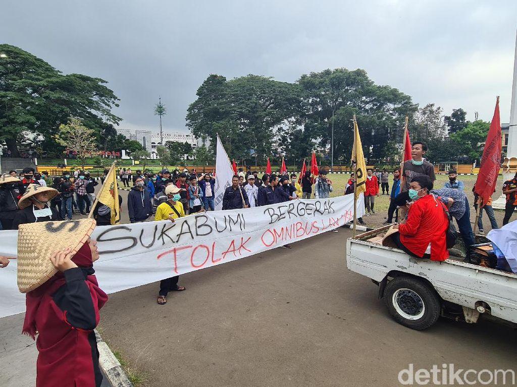 Massa Sukabumi Bergerak Kembali Suarakan Tolak Omnibus Law