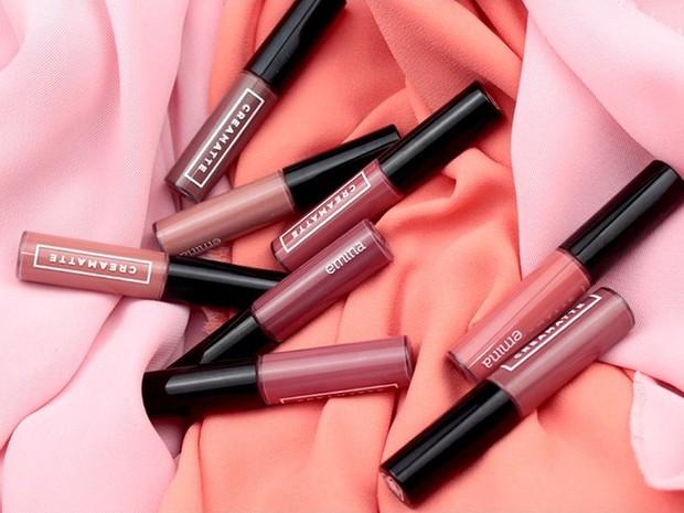 Haico memiliki lipstik dan lip cream dengan lima varian warna yang disesuaikan dengan kebutuhan scene syuting.