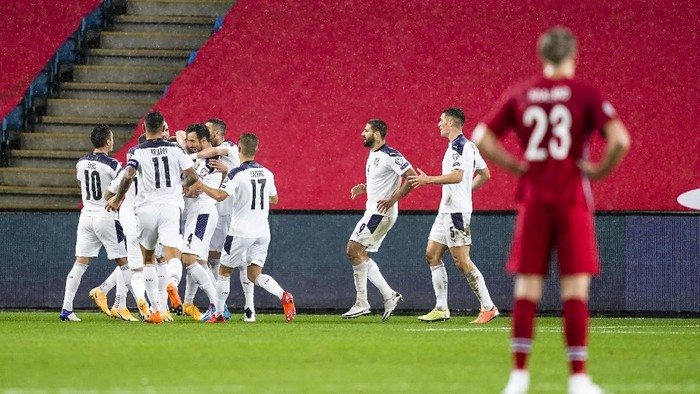 Norways player Erling Braut Haaland, right, watches Serbias players cheer over a goal scored by teammate Sergej Milinkovic-Savic, during the Euro 2020 playoff semifinal soccer match between Norway and Serbia at Ullevaal Stadium, in Oslo, Norway, Thursday, Oct. 8, 2020. (Stian Lysberg Solum/NTB scanpix via AP)