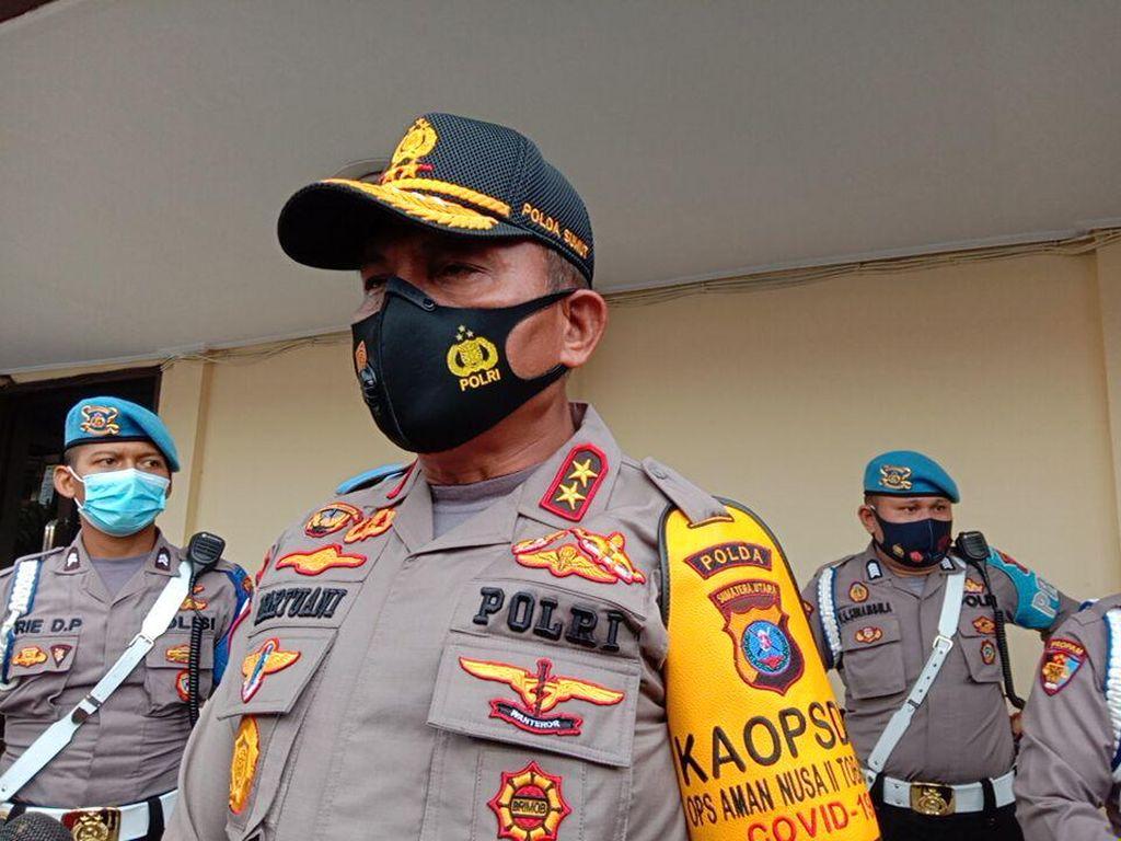 Pria Misterius Diduga Lempar Batu dari Atas DPRD Medan untuk Provokasi Massa