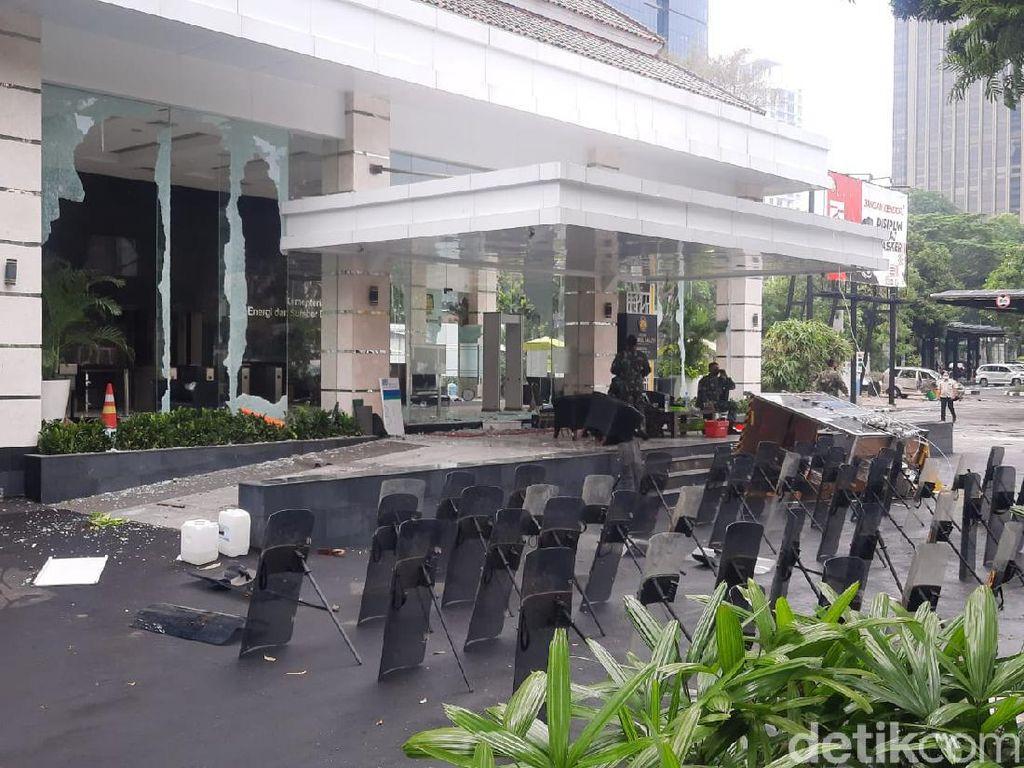 Polisi Tangkap 10 Pelaku Perusakan Kantor ESDM saat Demo Omnibus Law