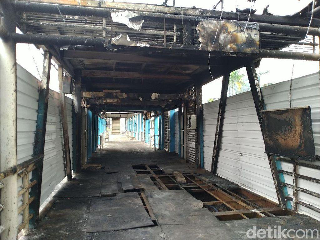 Massa Demo Omnibus Law Rusak-Bakar Fasilitas, Kapolda Metro: Kita Kejar!