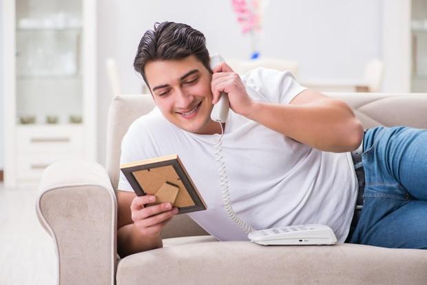 Berada dalam hubungan yang berjauhan akan membuat suami dan istri kehilangan kesempatan untuk bisa menambah kedekatan dan keintiman.