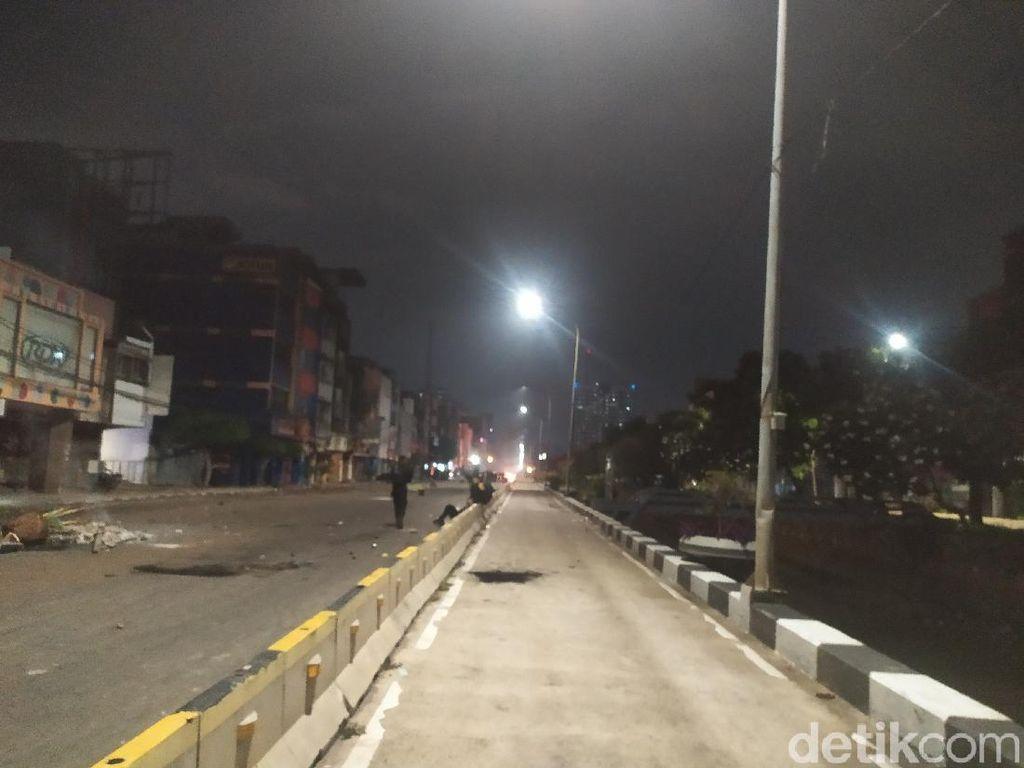 Polisi Pukul Mundur Massa di Jalan Gajah Mada Tamansari Jakbar