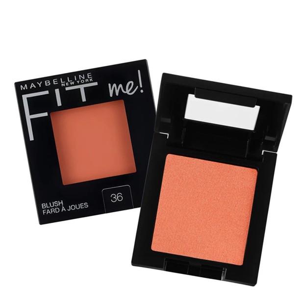 Salah satu produk makeup yang enggak boleh ketinggalan bagi Haico adalah blush on. Haico menggunakan blush one dari Maybelline Fit Me Blush Peach.