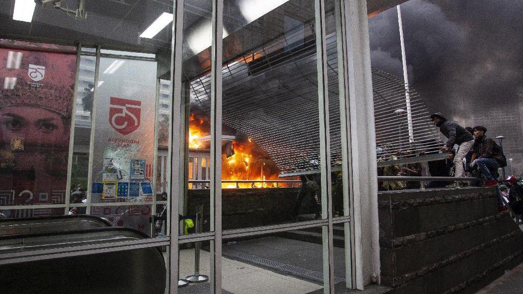 Potret Stasiun MRT-Halte TransJ Kebanggaan Warga Ibu Kota yang Dirusak Massa