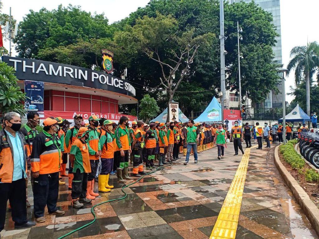 Pemprov DKI Kumpulkan 398 Ton Sampah Usai Kericuhan Demo Kemarin