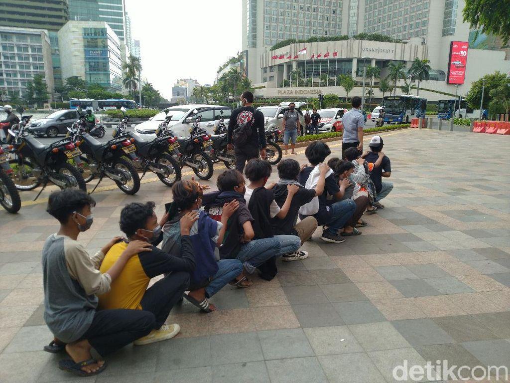 11 Remaja di Dekat Bundaran HI Diamankan Polisi, Dibawa ke Monas