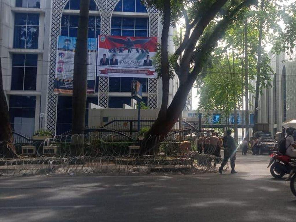 Demo Kemarin Berujung Ricuh, Begini Penjagaan di DPRD Sumut Hari Ini