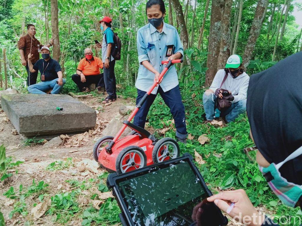 Melihat Cara BPCB Cari Jejak Reruntuk Bebatuan Diduga Candi di Klaten