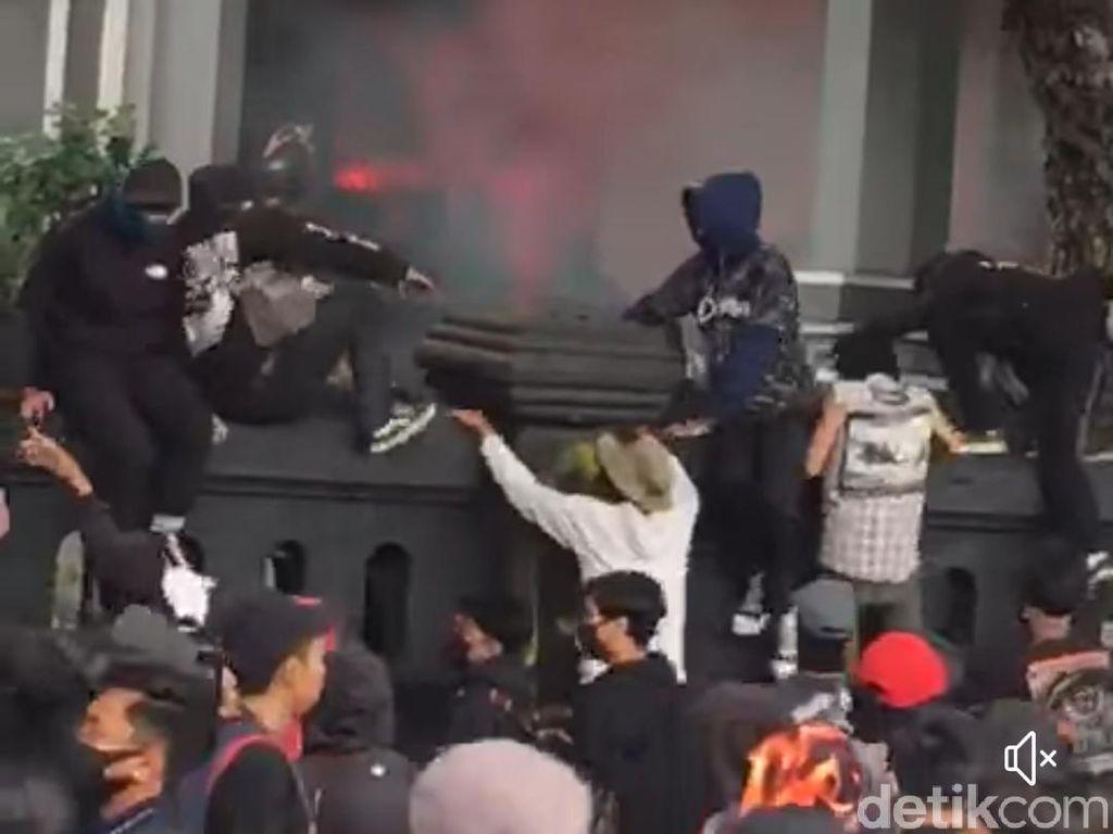 Sudut Gedung DPRD Kota Malang yang Viral Dipanjat Demonstran