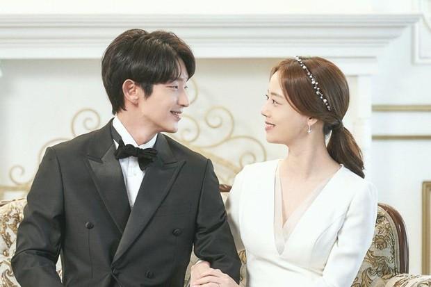 Baek Hee Sung dan Cha Ji Won di Flower of Evil