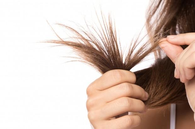 Rambut kusam, kasar, bercabang, dan lain sebagainya merupakan tanda bahwa rambutmu rusak. Salah satu faktor yang mengakibatkannya adalah karena hair styling yang terlalu sering dilakukan.