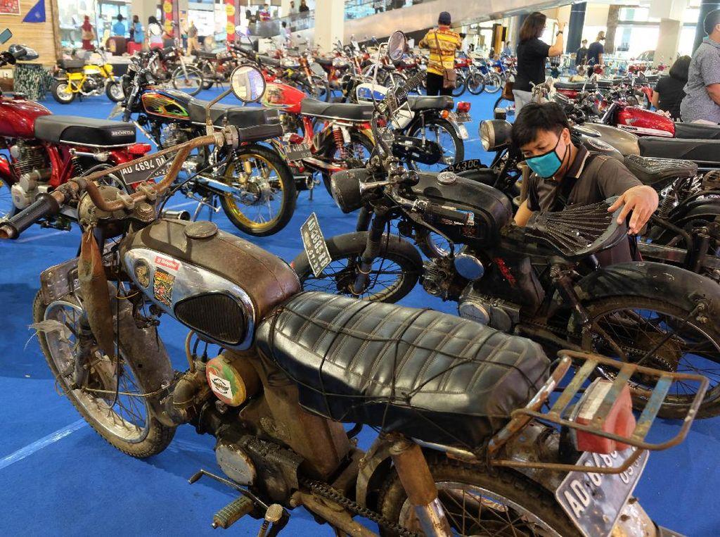 Antik! Puluhan Motor Klasik Dipamerkan di Solo