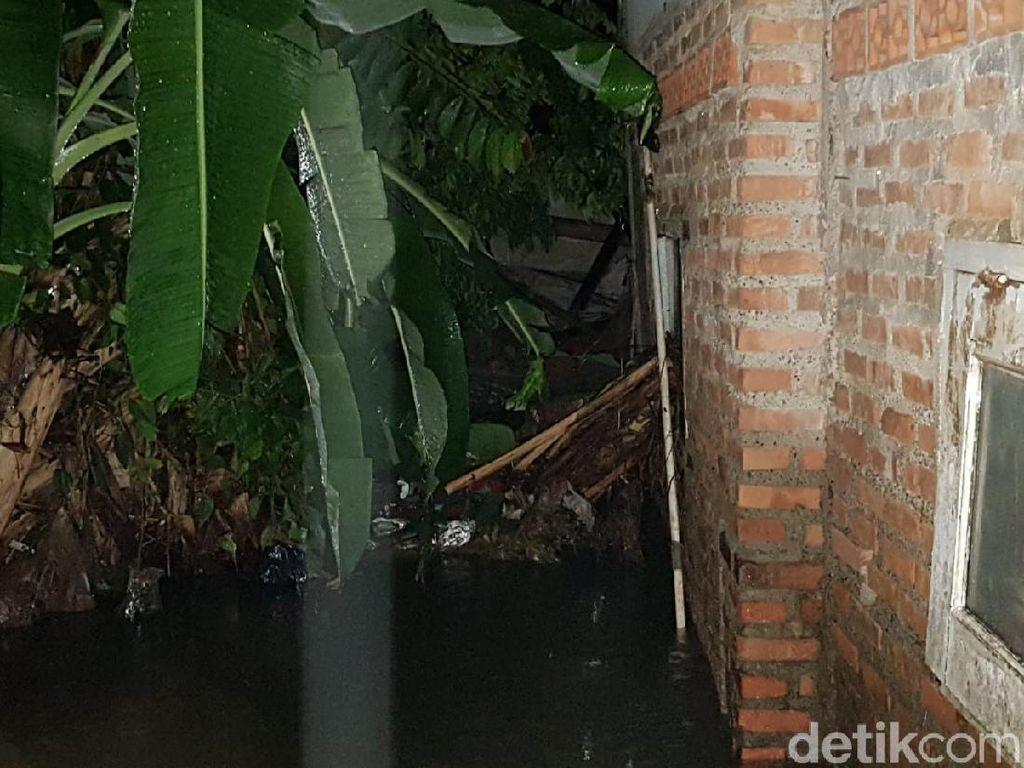 Camat Jagakarsa: Banjir Ciganjur dari Luapan Kali Setu Tertutup Tembok Longsor