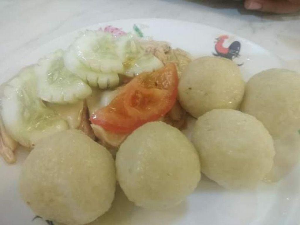 Foto: Bola-bola Nasi Ayam yang Lezat Khas Malaysia